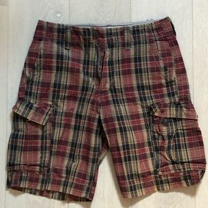 American Eagle plaid cargo shorts with pockets
